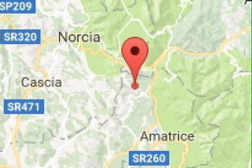 Una forte scossa di terremoto scuote la notte: crolli e due morti nelle Marche
