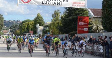 A Corridonia colpo di reni di Fabrizio Titi che trionfa nel Trofeo Luciani