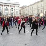 In tanti al flash mob contro la violenza sulle donne