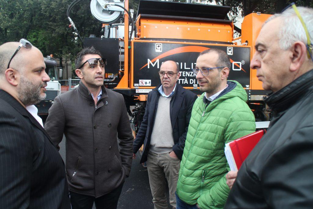 A Pesaro il Comune chiude le buche a caldo