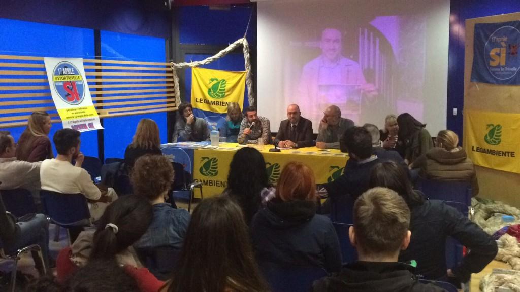 Referendum, parte da Ancona la caccia voto