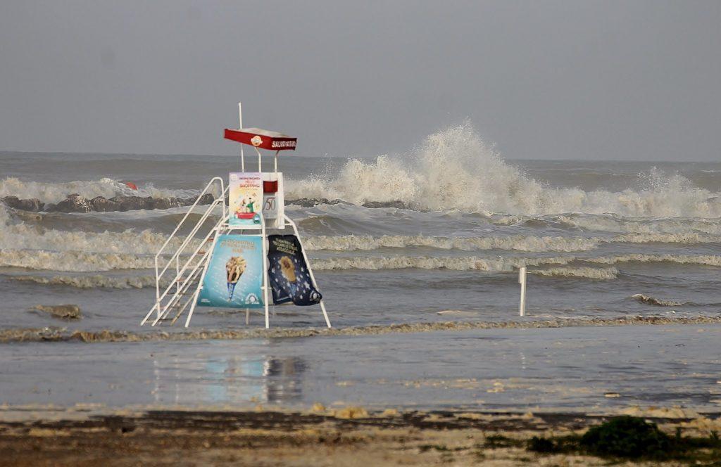 Dopo le mareggiate chiesto un intervento urgente della Regione