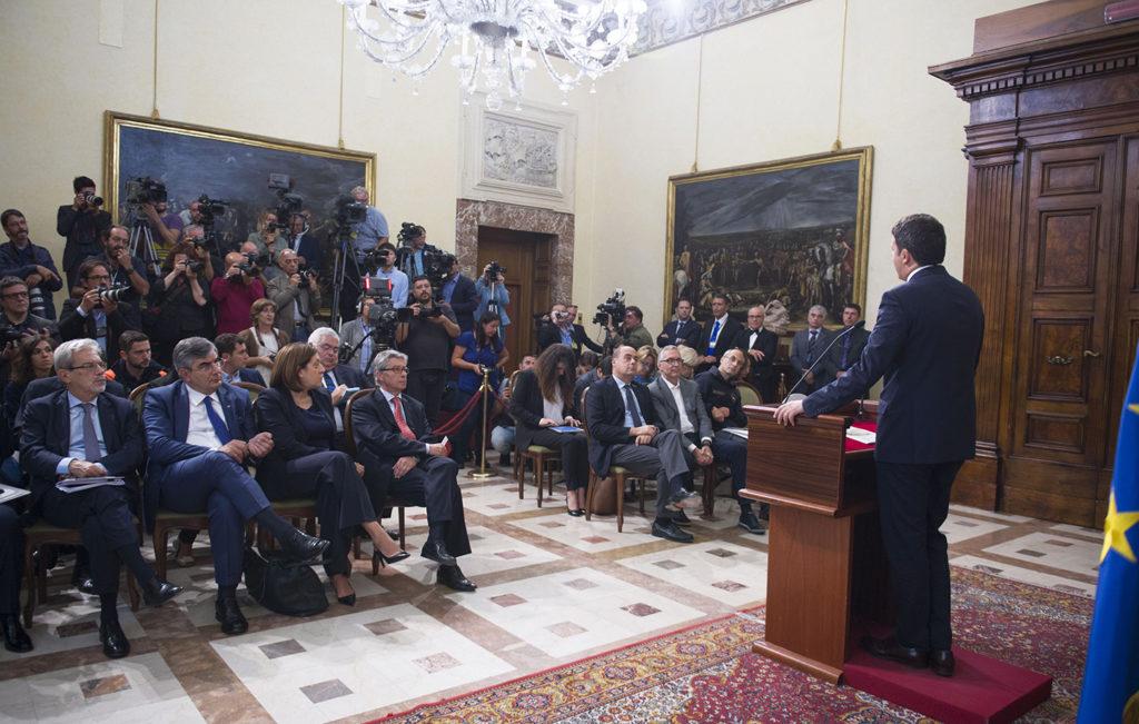 """Matteo Renzi: """"Ricostruiremo le città colpite dal terremoto più belle di prima"""""""