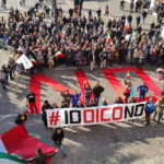PESARO / Flash mob con i cittadini del Movimento 5 Stelle per il no al referendum
