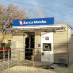 LE MARCHE DA RICOSTRUIRE / Nuova Banca Marche ha inaugurato a Caldarola e Fiastra le filiali ospitate nei container