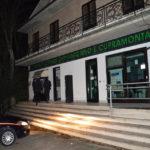 OSTRA / Fanno esplodere il Bancomat e rubano 59.000 euro
