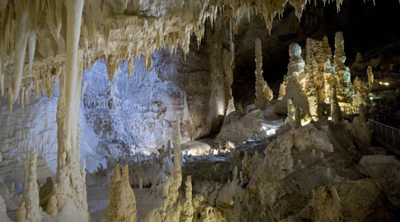 The Most Unknown, un documentario sull'origine della vita terrestre ed extraterrestre girato all'interno delle Grotte di Frasassi