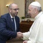 Mastrovincenzo incontra il Papa e gli dona il volume sull'Enciclica Laudato Si