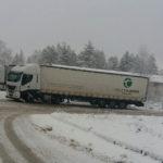 Tir bloccati nei parcheggi per la neve, scatta la protesta dei camionisti