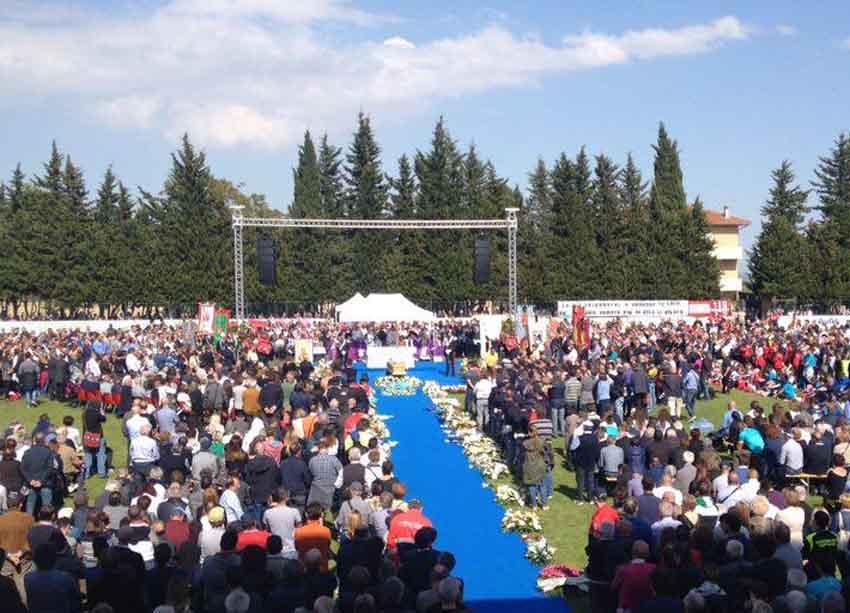 Migliaia di persone per l'ultimo saluto a Miche Scarponi, un Campione orgoglio delle Marche