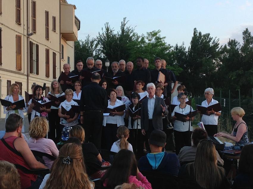 I cantori della città futura del maestro Stefano Bartolucci protagonisti all'alba a Belvedere Fogliense