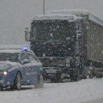 Neve e gelo, vietato il transito ai veicoli pesanti lungo tutte le strade marchigiane