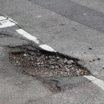 Incredibile: le buche delle strade della provincia di Pesaro Urbino sono finite in diretta tv…al Motomondiale