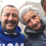 Matteo Salvini a Fiastra nella casa di Peppina, l'anziana terremotata colpita dalla burocrazia
