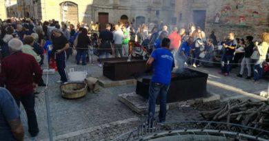 A Montefiore dell'Aso un'edizione record per la castagnata in piazza