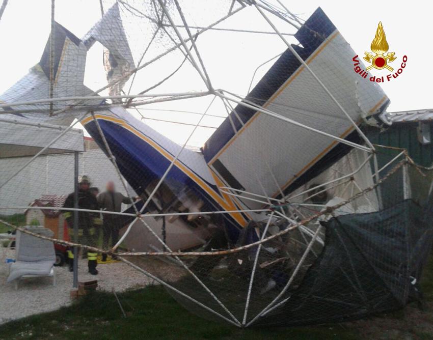 Un aereo ultraleggero cade a Recanati durante l'atterraggio, illeso il pilota