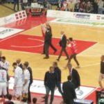 Il grazie della Vuelle al grande Mike Sylvester ha aperto una serata di valori e certezze per il basket pesarese