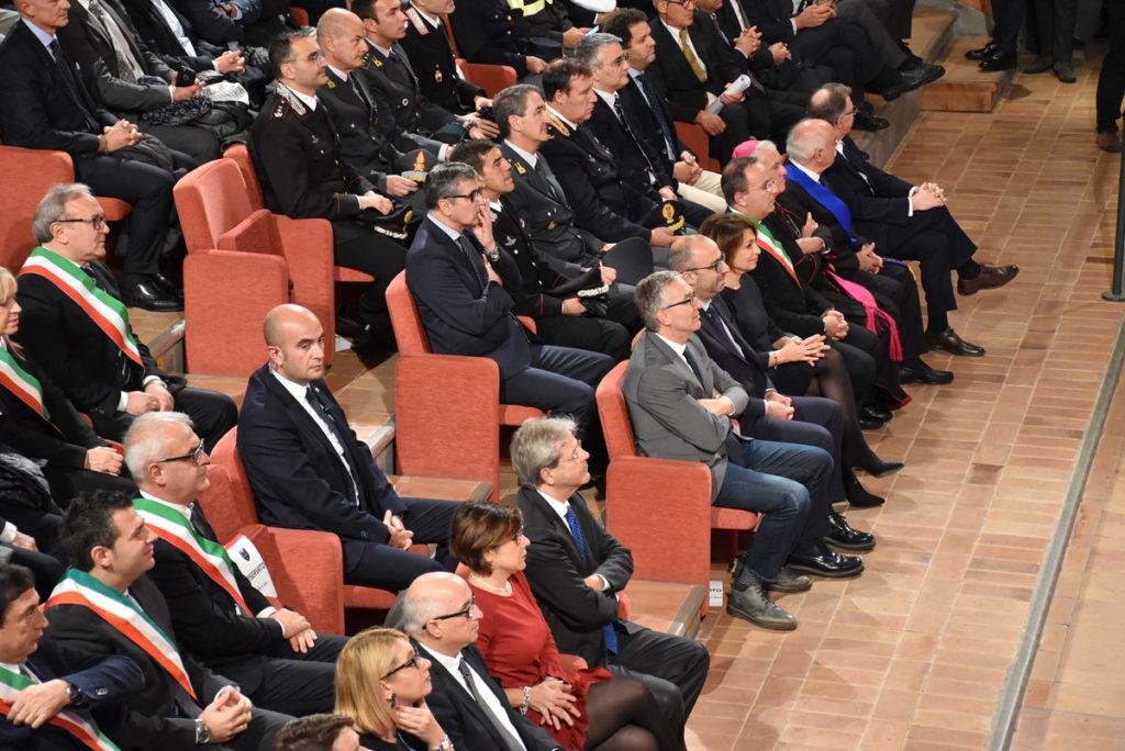 """Da Camerino il grido d'allarme del premier Gentiloni: """"Occorre velocizzare le gare d'appalto"""""""