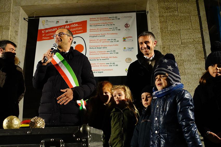 """""""Ecco il cuore di Pesaro"""", il sindaco MatteoRicci accende la piazza di Natale"""