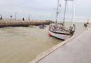 Imbarcazione, con tre stranieri a bordo, resta incagliata alla foce del fiume Misa, a Senigallia