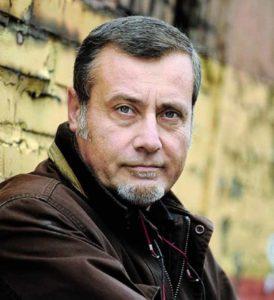 Tra droga, prostituzione, blitz polizieschi, omicidi e…cadaveri un intrigante romanzo di Massimo Carlotto