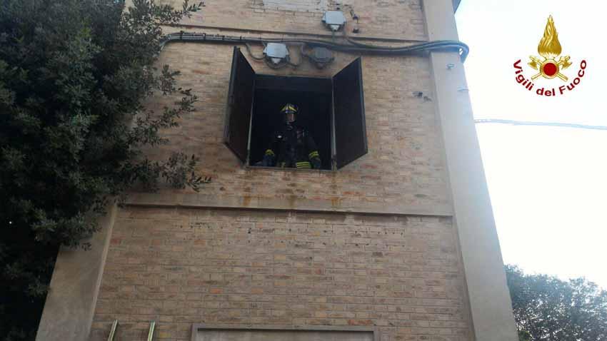 Vigili del fuoco, Porto Recanati, incendio, cabina elettrica,