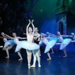Tutto esaurito al teatro Rossini di Pesaro per Il lago dei cigni, uno spettacolo che riesce sempre ad emozionare