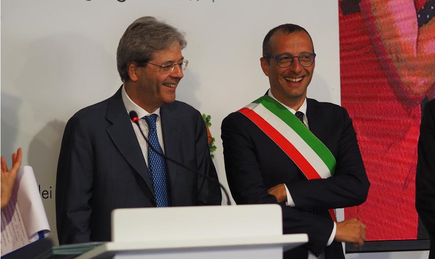 """Ricci firma con Gentiloni: """"In arrivo a Pesaro più di 11 milioni per la riqualificazione di via dell'Acquedotto e dell'area della stazione"""""""