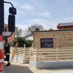 Pannelli fotovoltaici in fiamme ad Ancona, i vigili del fuoco mettono in sicurezza il tetto di una villetta