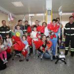 Il grande cuore dei Vigili del fuoco: uova di Pasqua in dono ai bimbi ricoverati all'Ospedale Mazzoni di Ascoli Piceno