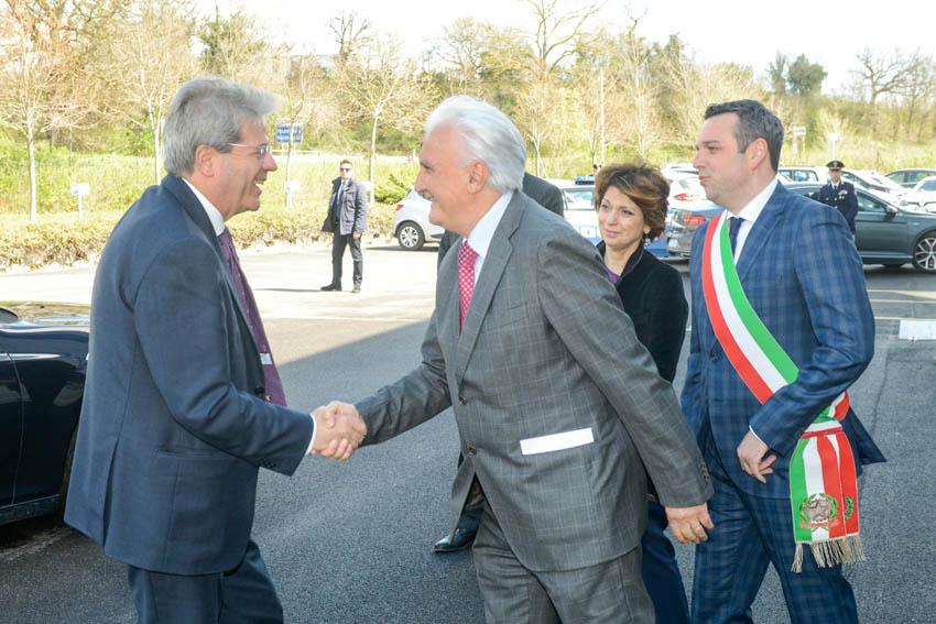 """Il premier Paolo Gentiloni in visita alla Simonelli Group """"la Ferrari delle macchine da caffè"""""""