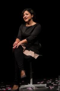 Venerdì alla Galleria Centofiorini di Civitanova Alta in scena Dissociata, monologo tragicomico di e con Romina Antonelli