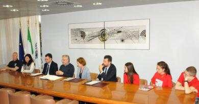 Tutela dei minori, firmata la convenzione tra Save the Children, Regione, Ombudsman e Anci Marche