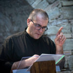 """Un artista marchigiano, Luca Violini, a Pola per uno spettacolo sulle foibe: """"Quell'enorme lapide bianca"""""""