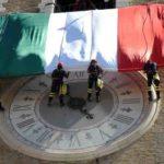 La Festa della Repubblica ad Ancona, un grande Tricolore dispiegato dal Palazzo della Prefettura