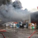 Dopo il devastante incendio nella zona industriale di Piediripa in corso il monitoraggio dell'aria in tutto il territorio circostante