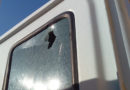 Un battiscopa spacca il vetro di un mezzo di AnconAmbiente