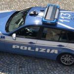 Investe due giovani a Pesaro e scappa: pirata della strada identificato e denunciato dalla polizia stradale