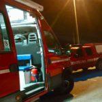 Cinquantenne trovato morto nell'auto in fiamme vicino al cimitero