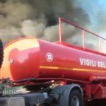 In fiamme a Castelfidardo il deposito di un'azienda di materie plastiche