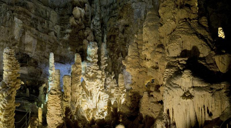 Quest'anno alle Grotte di Frasassi la Pasqua ha fatto il pieno di turisti