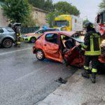Tre persone ferite in uno schianto tra due auto alla periferia di Ancona