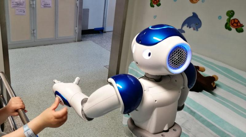 All'ospedale Salesi di Ancona un robot umanoide entra in sala operatoria