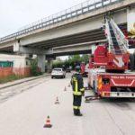 Rimosse ad Ancona dai vigili del fuoco le parti pericolanti dell'intonaco di un viadotto