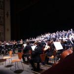 Esplosione di gioia del pubblico del Teatro Rossini di Pesaro dopo la bella esecuzione dell'Orchestra Sinfonica