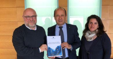 """Il """"Manifesto per l'Europa"""" della Confcommercio consegnato da Varotti a Nogarin"""
