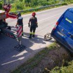 Furgone finisce fuori strada nella zona di Montacuto, illeso l'autista