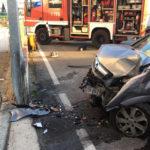 Perde il controllo dell'auto e finisce contro un cancello: trentanovenne ferito ad Ancona