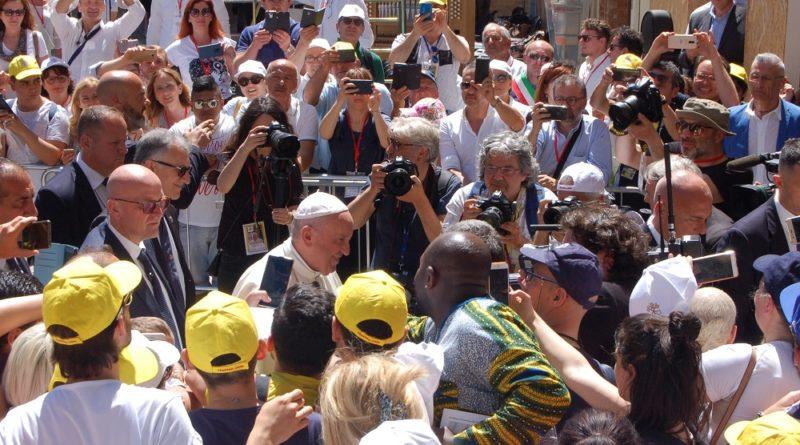 "Papa Francesco ai terremotati: ""Abbiate speranza, nessuno vi dimentichi"""