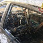 Auto distrutta dalle fiamme nel centro storico di Filottrano